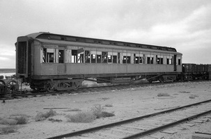 4.1971,Port Augusta - remains of SAR passenger carriage 550