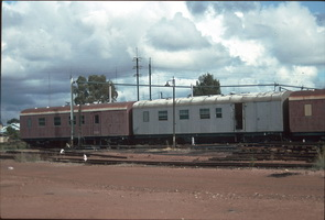 27.4.1992,Port Pirie - brake vans red AVEP181 + grey AVEP178