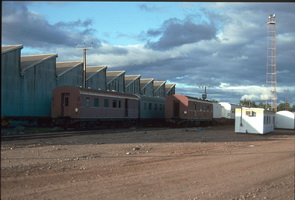 7.4.1992,Port Augusta - brake vans AVEP353 - left + AVEP131 - right