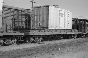 28.8.1976 - Alice Springs - NRM1612 with CR container ZE345